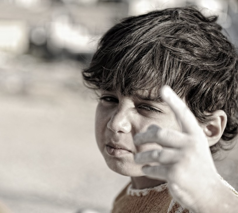"""""""Czasem nakarmienie dziecka wcale nie rozwiązuje sprawy. Być może trzeba się zająć jego rodzicami, którzy nie mają pracy."""", zdj. ilustracyjne /©123RF/PICSEL"""