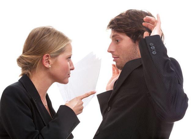 Czasem w związku rządzi kobieta, a mężczyźnie to odpowiada /123RF/PICSEL