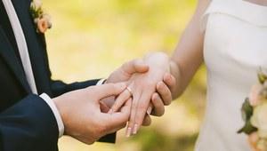 Czego Polacy woleliby nie przysięgać podczas ślubu?