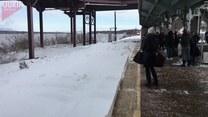 Czekasz na pociąg zimą? Uważaj! Może cię to spotkać