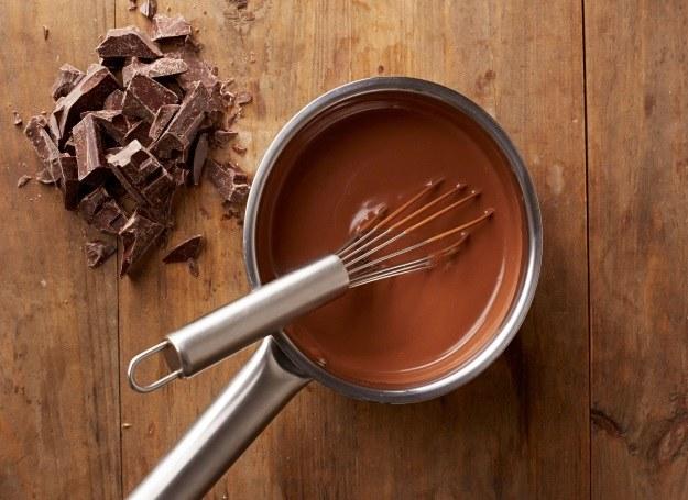 Czekolada - składnik pysznych ciast i deserów /123RF/PICSEL