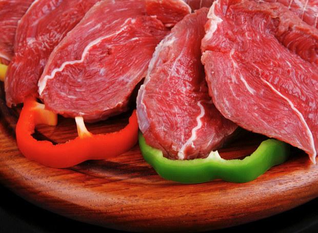 Czerwonego mięsa lepiej unikać /123RF/PICSEL
