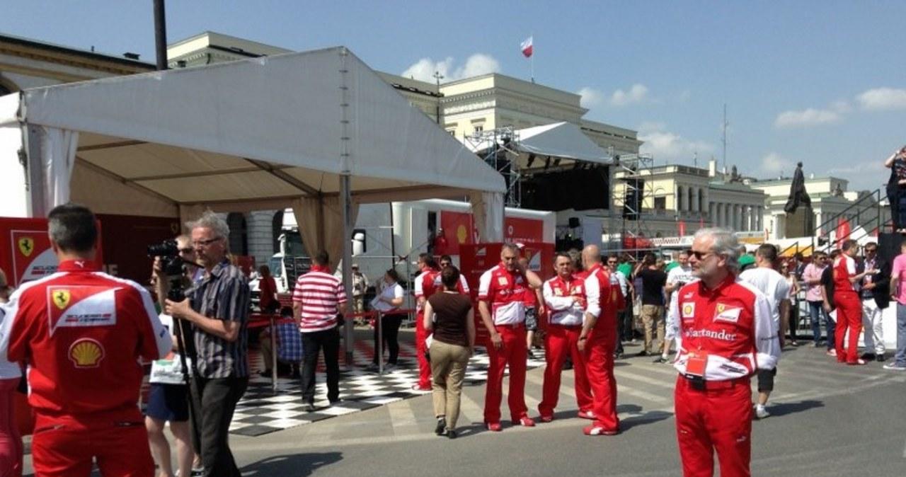 Czerwony bolid teamu Ferrari zawitał do Warszawy