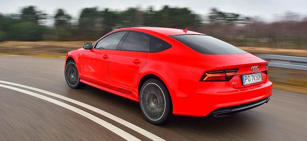 Czerwony lakier Misano i koła 20'' podkreślają efektowną linię Audi A7. /Motor