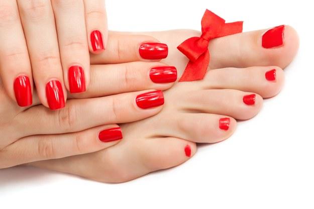 Czerwony to najczęściej wybierany kolor lakieru do paznokci /123/RF PICSEL