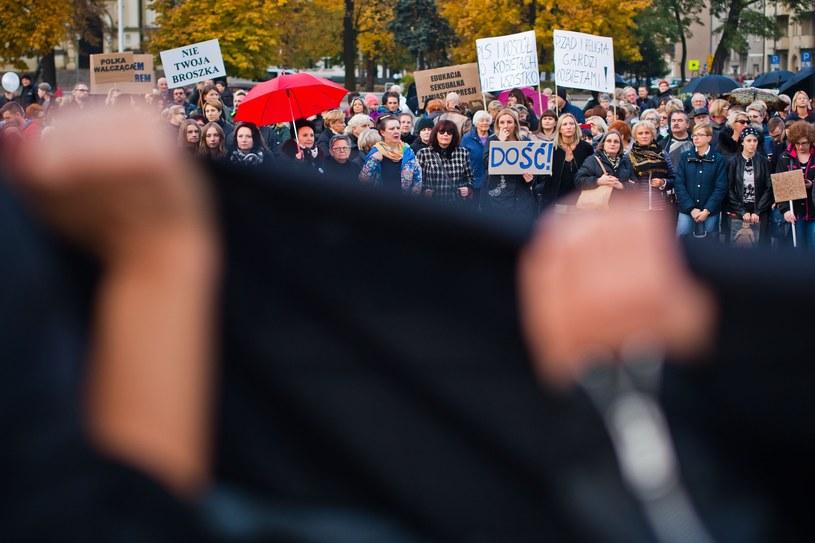Część kobiet strajkuje, część nie chce upolityczniać swojego święta /Jaroslaw Respondek /Reporter