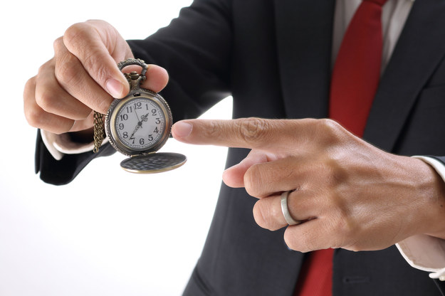 Część pracowników nieświadomie lub z premedytacją skraca sobie dniówkę codziennie /123RF/PICSEL
