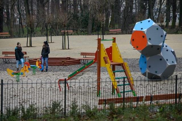 Część rodziców woli, żeby ich dzieci rok dłużej poświęciły na zabawę /Wojciech Pacewicz /PAP