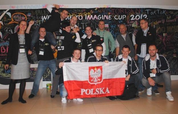 Część studentów reprezentujących Polskę, mentorzy oraz osoby z polskiego oddziału Microsoft /INTERIA.PL