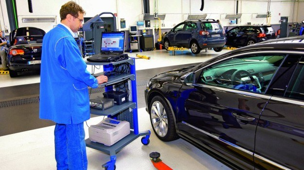 Część usterek samochodów usuwana jest nie wramach ogłaszanych akcji serwisowych, ale podczas zwykłych wizyt wautoryzowanej stacji obsługi. /Motor