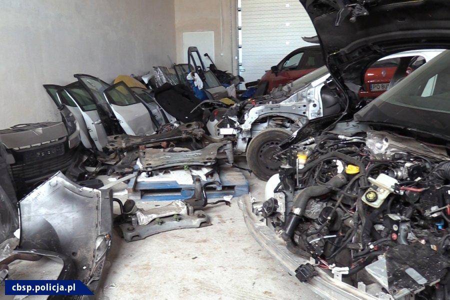 Części ze skradzionych aut /Policja