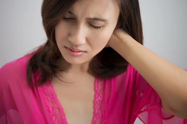 Częściej niż zwykle boli Cię głowa? Zadbaj o kondycję swojego kręgosłupa /123/RF PICSEL