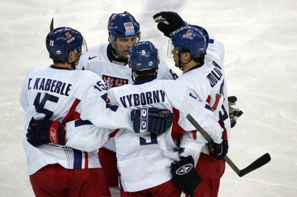 Czesi wywalczyli brązowy medal w Turynie /AFP