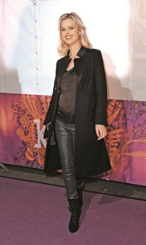 Czeska modelka Eva Herzigova  wiosną urodzi swoje trzecie dziecko. /Flash Press Media