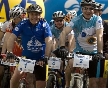 Czesław Lang (w niebieskiej koszulce Skandia MTB Maraton) /Informacja prasowa