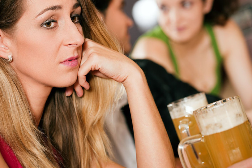 Często sięgasz po alkohol? Twój poziom magnezu może drastycznie się obniżyć /123RF/PICSEL