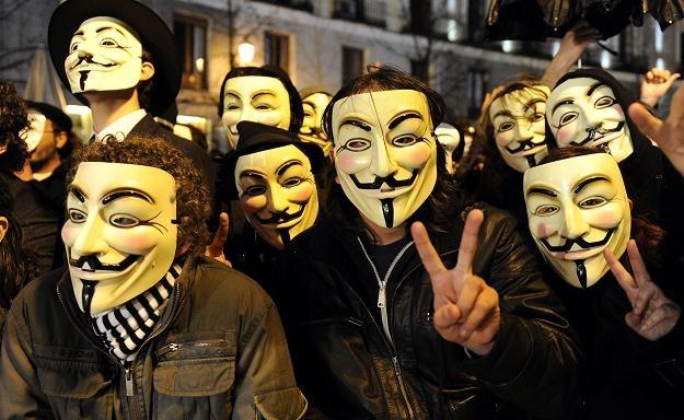 Członkowie grupy  Anonymous /AFP