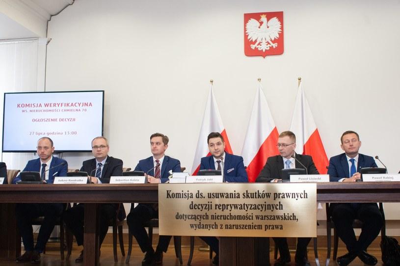Członkowie komisji weryfikacyjnej ujawnili oświadczenie majątkowe /Paweł Wisniewski /East News