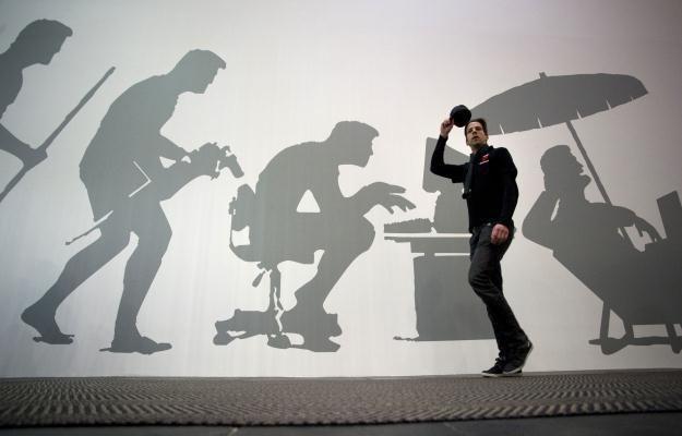 Człowiek już nieodwracalnie stał się uzależniony od technologii /AFP