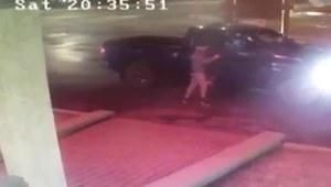 Człowiek został napadnięty po wyjściu z samochodu