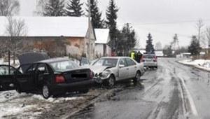 Czołowe zderzenie w Raciborowicach. Jedna osoba nie żyje