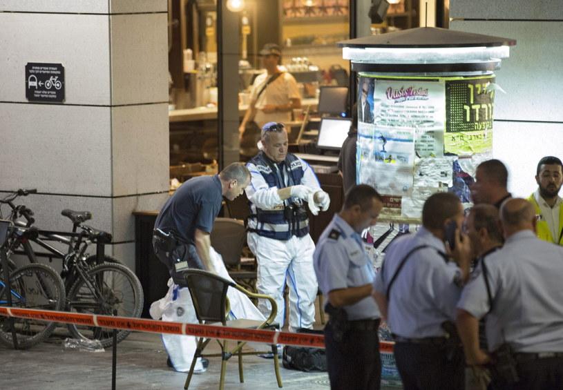 Cztery osoby zginęły, a sześć zostało rannych w wyniku strzelaniny, do jakiej doszło w środę wieczorem w centrum Tel Awiwu /EPA/JIM HOLLANDER /PAP/EPA