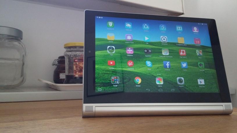 Cztery tryby pracy, to coś, co wyróżnia Yoga Tablet 2 na tle innych tabletów - bardzo przydatne rozwiązanie (na zdjęciu tryb Postaw) /INTERIA.PL