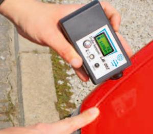 Czujnik lakieru to przydatne urządzenie, ale często trudno zinterpretować jego odczyty /Auto Moto