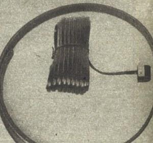 Czujniki przebywanej drogi mocuje się na do osłon tarcz hamulcowych, a taśmę magnetyczną przykleja do obręczy. /Motor