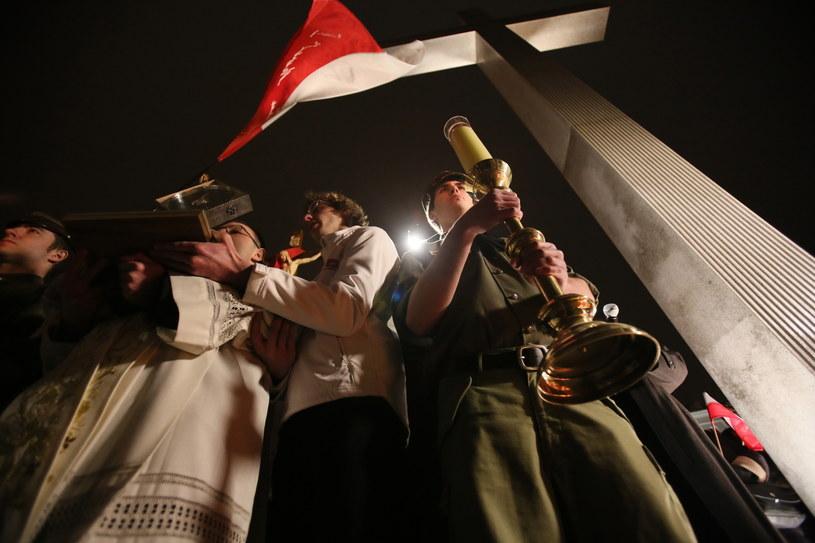 Czuwanie modlitewne na placu Piłsudskiego w Warszawie /Leszek Szymański /PAP
