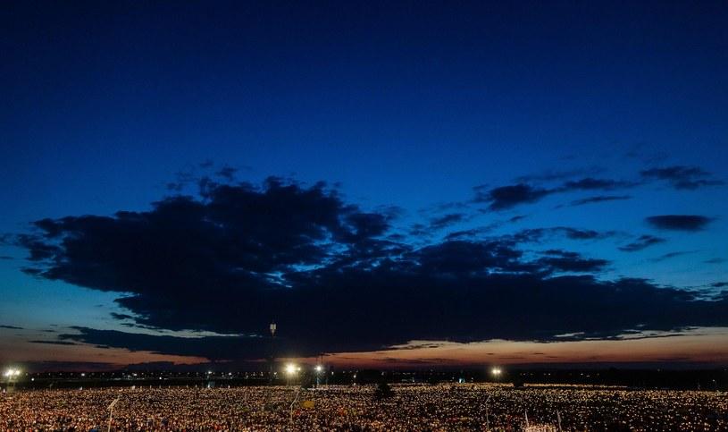 Czuwanie przed mszą w Brzegach na zakończenie Światowych Dni Młodzieży /AFP