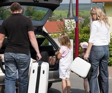 Czy 9-kilogramowa walizka może urwać rękę?