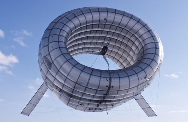 """Czy Airborne Wind Turbine ma szanse zastąpić klasyczne """"wiatraki""""?   Fot. Altaeros Energies /materiały prasowe"""