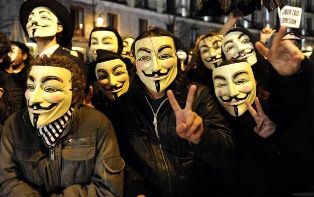 Czy Anonimowi zaatakują jednak serwery DNS? /AFP