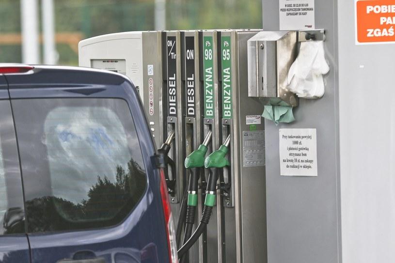 Czy cena paliwa dojdzie w tym roku do 5 zł za litr? /Piotr Jędzura /Reporter