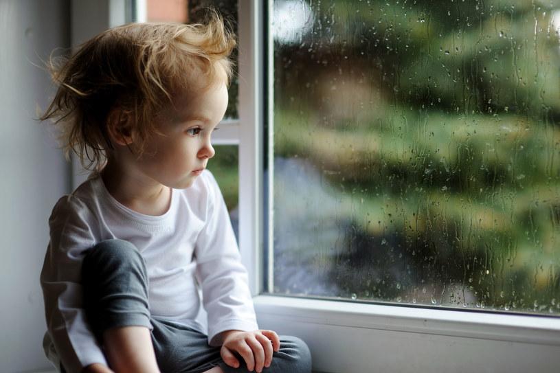 Czy chłopcy są bardziej wrażliwi niż dziewczynki? /123RF/PICSEL