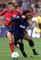 Czy Clarence Seedorf (z prawej) zagra w Chorzowie?