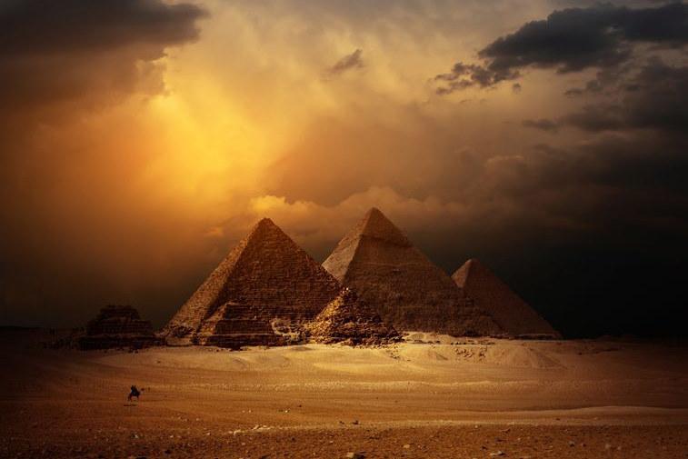 """Czy """"czarna piramida"""" kiedykolwiek istniała? /123RF/PICSEL"""