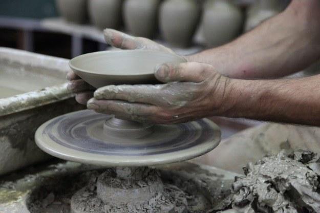 Czy człowiek naprawdę mógł powstać z gliny? /123RF/PICSEL