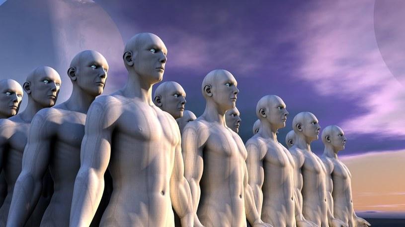 Czy człowiek pojawił się na Ziemi w wyniku doświadczeń genetycznych prowadzonych przez obcą rasę? /©123RF/PICSEL
