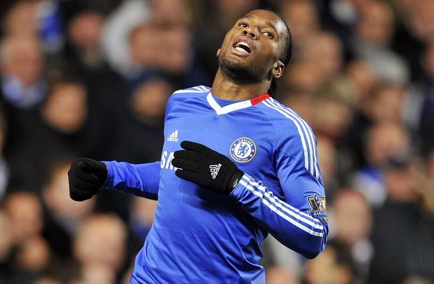 Czy Didier Drogba strzeli gola Łukaszowi Fabiańskiemu? /AFP