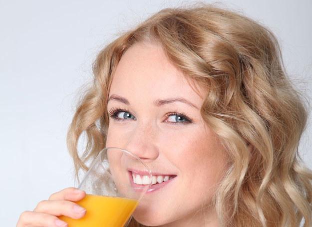 Czy dieta polegająca na piciu soków jest tak skuteczna i zdrowa? /©123RF/PICSEL