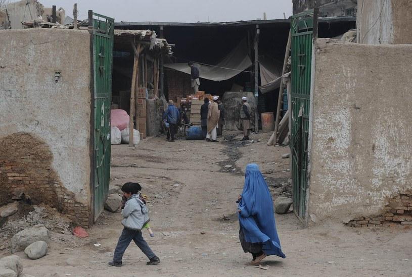 Czy do Afganistanu wrócą średniowieczne, okrutne kary? /AFP