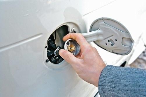 Czy do tankowania można używać przejściówek? /Motor