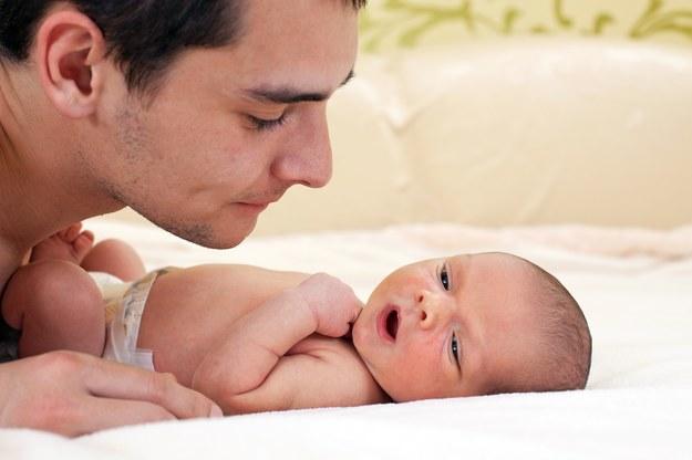 Czy dziecko zmienia mężczyznę? /123/RF PICSEL