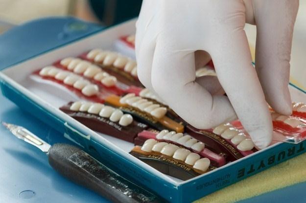 Czy dzięki drukarkom przestrzennym czeka nas rewolucja w branży stomatologicznej? /AFP