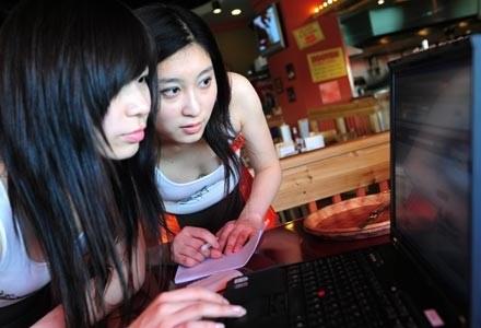 Czy dzięki głosom internautów uda się zbudować komputer idealny? /AFP