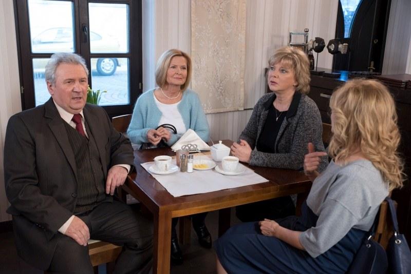 Czy Elżbieta wybaczy Jerzemu randkę z Aliną? /Agencja W. Impact