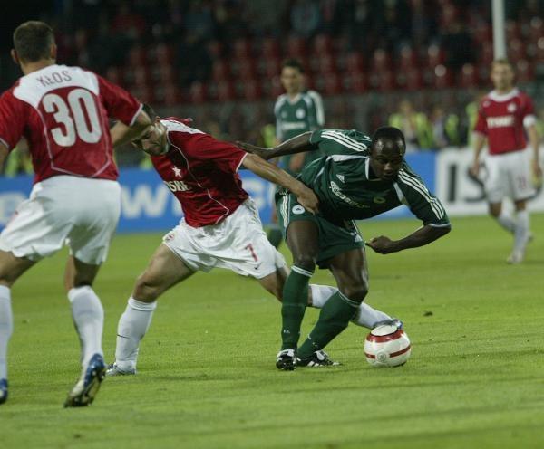 Czy Emmanuel Olisadebe zdecyduje się na zmianę klubu? Fot. Jerzy Kleszcz /Agencja Przegląd Sportowy