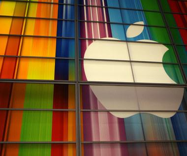 Czy internauci kochają Apple tak samo jak przed rokiem?